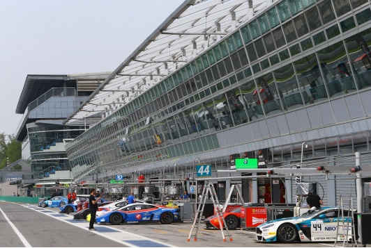 Blancpain-Endurance-Series-Monza-paddock