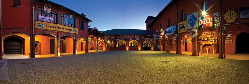 museo-fisogni-pompe-benzina-storiche-cortile