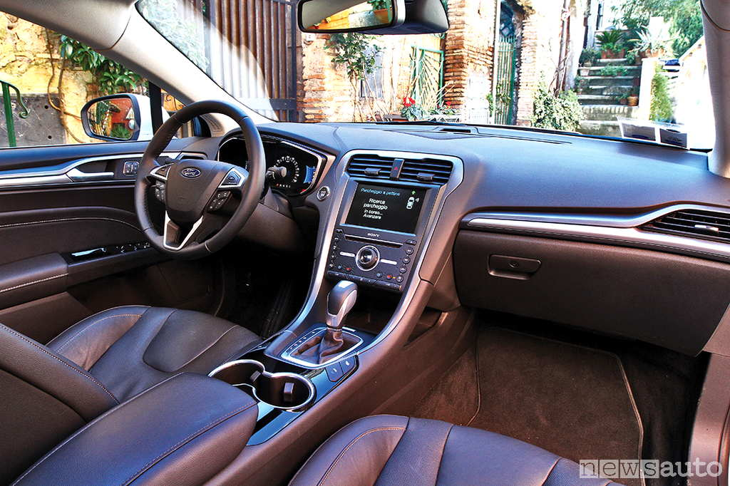 Ford Mondeo Hybrid prova su strada