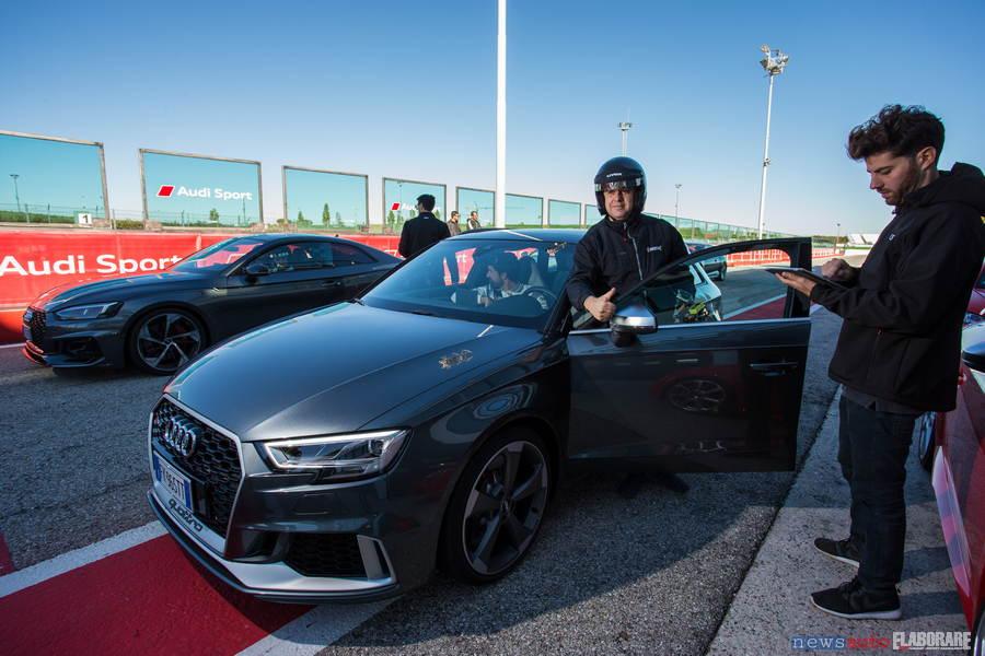 Audi RS 3 sulla pit line di Misano Adriatico in pista con Giovanni Mancini