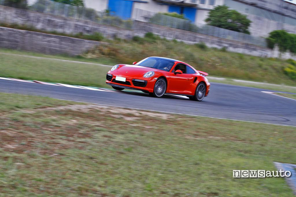 Porsche 991 Turbo prova in pista