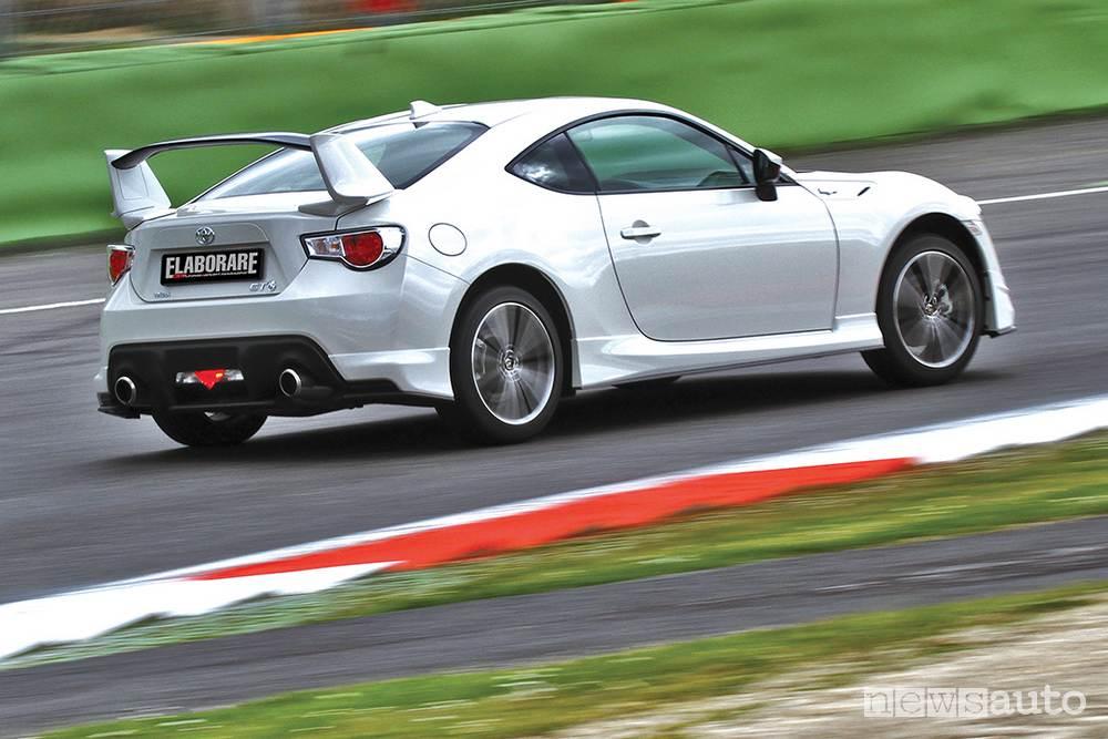 Toyota GT86 assetto originale inserimento in curva semaforo Vallelunga